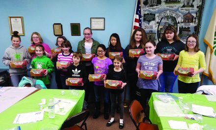 4-H Club learns about  fondant